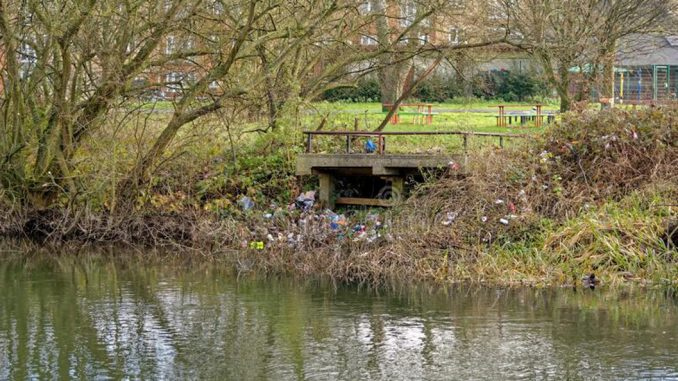 A drop in investigations into reported pollution incidents by the Environment Agency has led to concerns that environmental regulations may be being broken with near-impunity
