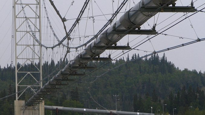 A pipe bridge carries fluid or glas over rivers, roads and ravines